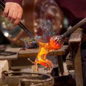 Стеклянные изделия от компании Фаворит Гласс: 6 вариантов обработки конструкций, созданных нашими мастерами